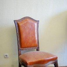 Antigüedades: SILLA DE MADERA TAPIZADA EN CUERO OCRE. Lote 152470854
