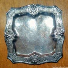Antigüedades: BANDEJA ANTIGUA DE ALPACA . 235X235 MM.. Lote 152481626