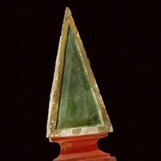 Antigüedades: ANTIGUA PARTE DE RETABLO MARMOLIZADA Y DORADA AL ORO FINO, FLECHA. SIGLO XVII 43X14X8. Lote 152492406