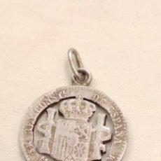 Antigüedades: COLGANTE MONEDA PLATA SIGLO XIX. Lote 152524646