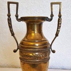 Antigüedades: JARRON DE LATON 26 CM. Lote 152529110