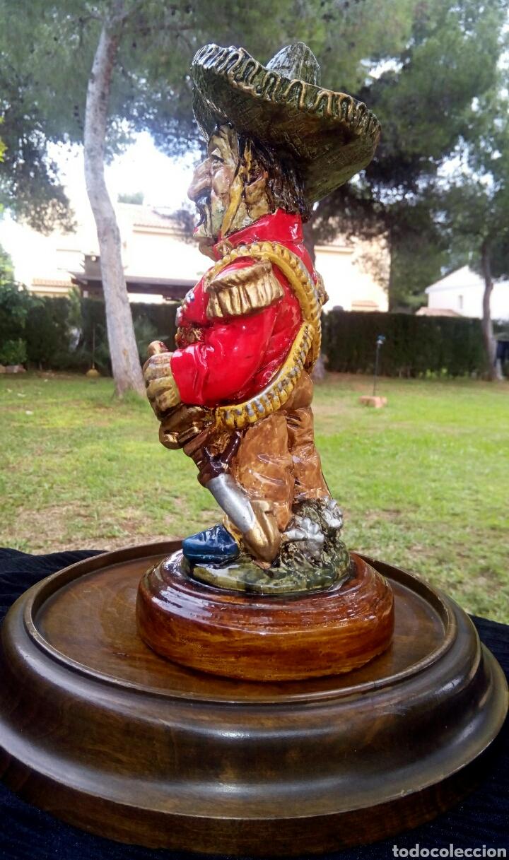 Antigüedades: Antigua figura en terracota. Emiliano Zapata general mejicano. Manises. Vintage. - Foto 4 - 152547190