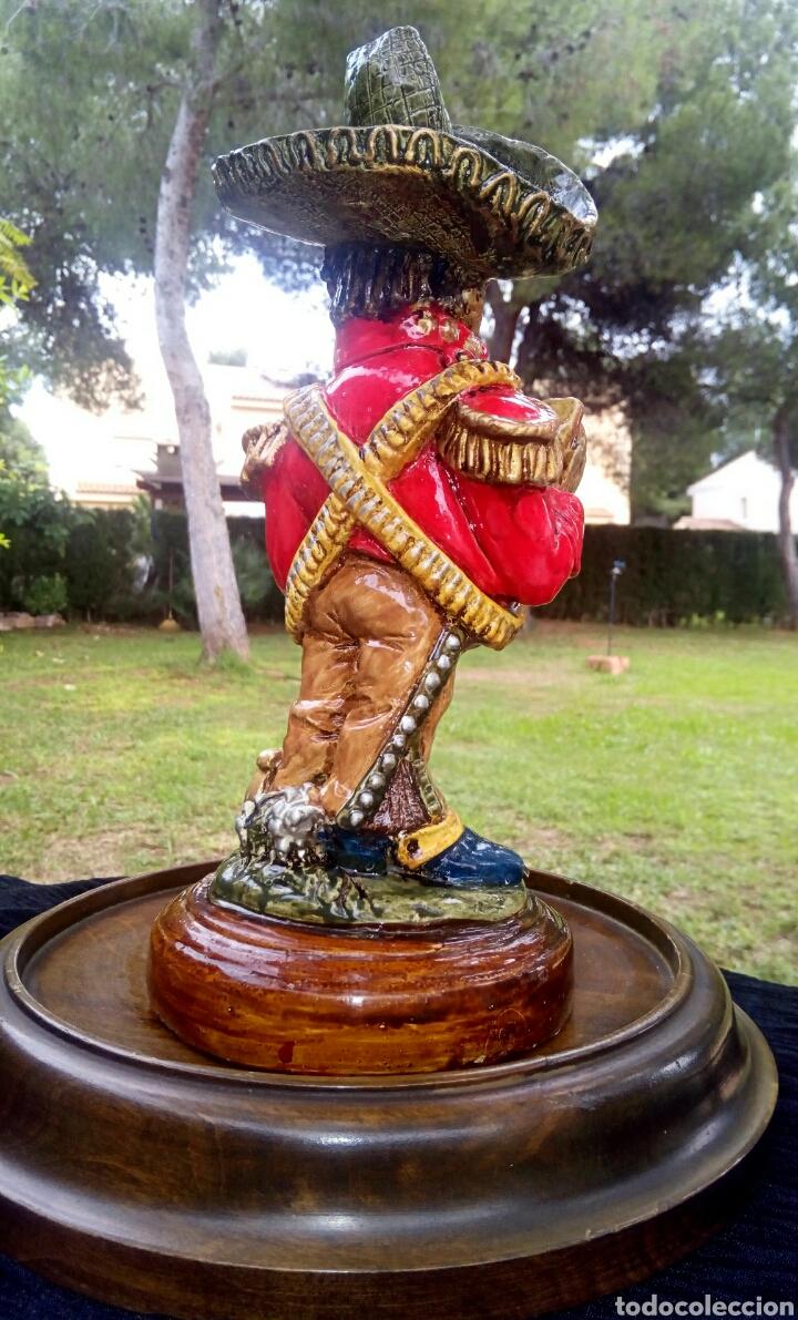 Antigüedades: Antigua figura en terracota. Emiliano Zapata general mejicano. Manises. Vintage. - Foto 7 - 152547190