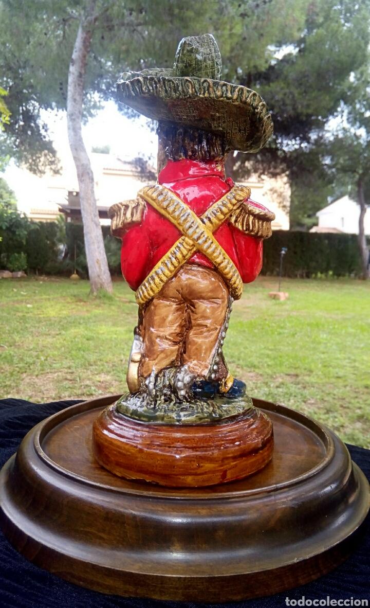 Antigüedades: Antigua figura en terracota. Emiliano Zapata general mejicano. Manises. Vintage. - Foto 8 - 152547190