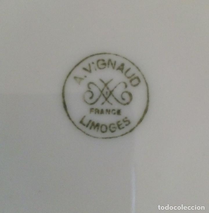 Antigüedades: LIMOGES - A. VIGNAUD - JUEGO DE 6 TAZAS CON PLATO PARA CONSOMÉ. - Foto 6 - 152550342