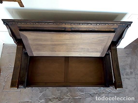 Antigüedades: Mueble escaño-baúl-mesa de nogal. Tamaño: 115x95x48cm. Principios del sXX. - Foto 6 - 152572058