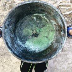 Antigüedades: ANTIGUO BARREÑO DE COBRE GRANDE CALDERA GRANADINO CINCELADO. Lote 152582094