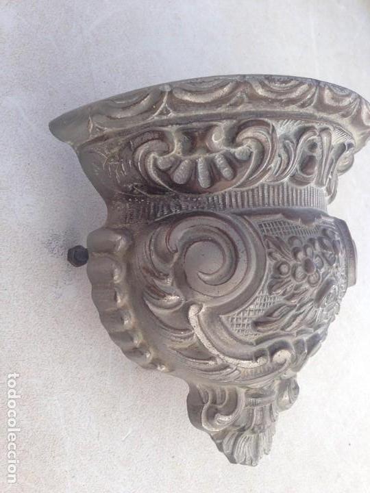 Antigüedades: antiguo florero macetero metal para pared , adorno, decoracion, mueble , escaparate muy decorativo - Foto 3 - 152583746