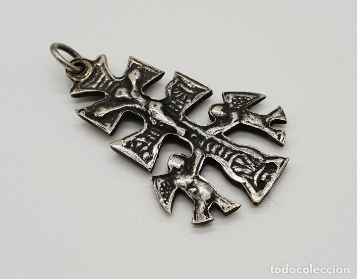 Antigüedades: Antigua Cruz de Caravaca Bifaz, cincelada a mano en plata de ley por sus dos caras . - Foto 4 - 152587022