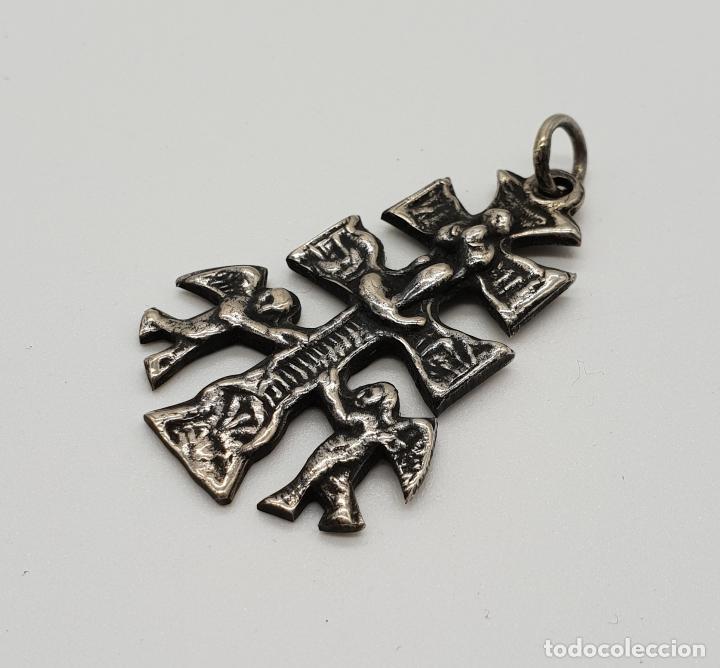 Antigüedades: Antigua Cruz de Caravaca Bifaz, cincelada a mano en plata de ley por sus dos caras . - Foto 5 - 152587022