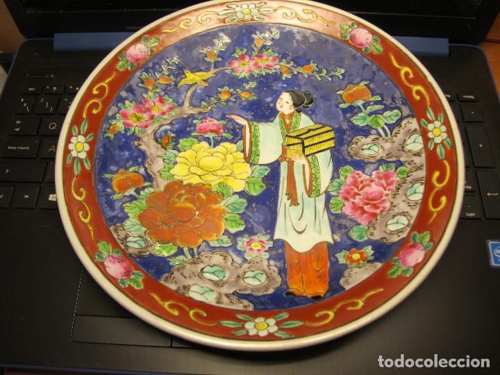 ANTIGUO PLATO PORCELANA IMARI ESMALTE RELIEVE (Antigüedades - Porcelana y Cerámica - Japón)