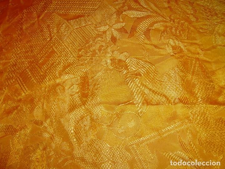 Antigüedades: Colcha antigua tipo seda motivos orientales.Amarilla,ocre. - Foto 5 - 152575618