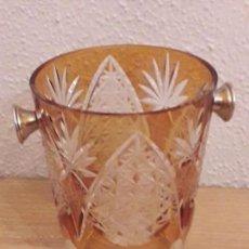 Antigüedades: CUBITERA CRISTAL TALLADO BICOLOR. Lote 152593550