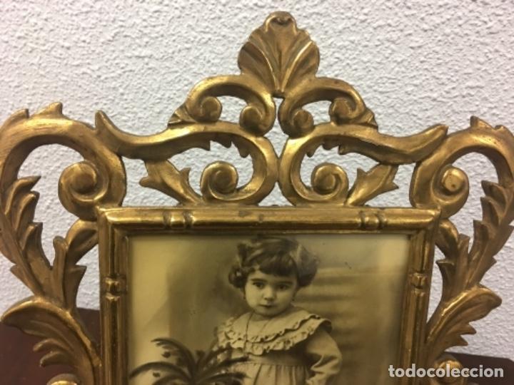 Antigüedades: Excelente y Antiguo Marco porta fotos de madera y dorado pan de oro 32x34 ventana 23x16,5 - Foto 2 - 152629774