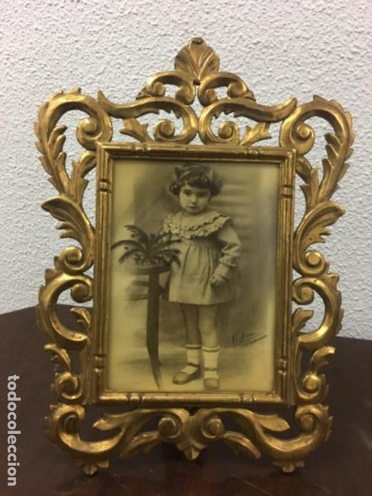 EXCELENTE Y ANTIGUO MARCO PORTA FOTOS DE MADERA Y DORADO PAN DE ORO 32X34 VENTANA 23X16,5 (Antigüedades - Hogar y Decoración - Portafotos Antiguos)