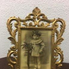 Antigüedades: EXCELENTE Y ANTIGUO MARCO PORTA FOTOS DE MADERA Y DORADO PAN DE ORO 32X34 VENTANA 23X16,5. Lote 152629774