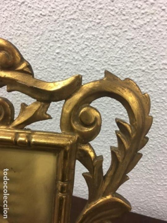 Antigüedades: Excelente y Antiguo Marco porta fotos de madera y dorado pan de oro 32x34 ventana 23x16,5 - Foto 3 - 152629774