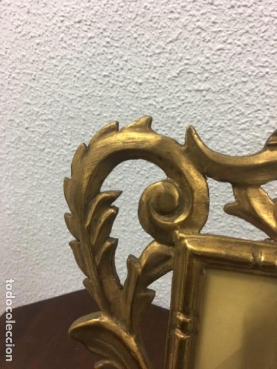 Antigüedades: Excelente y Antiguo Marco porta fotos de madera y dorado pan de oro 32x34 ventana 23x16,5 - Foto 5 - 152629774