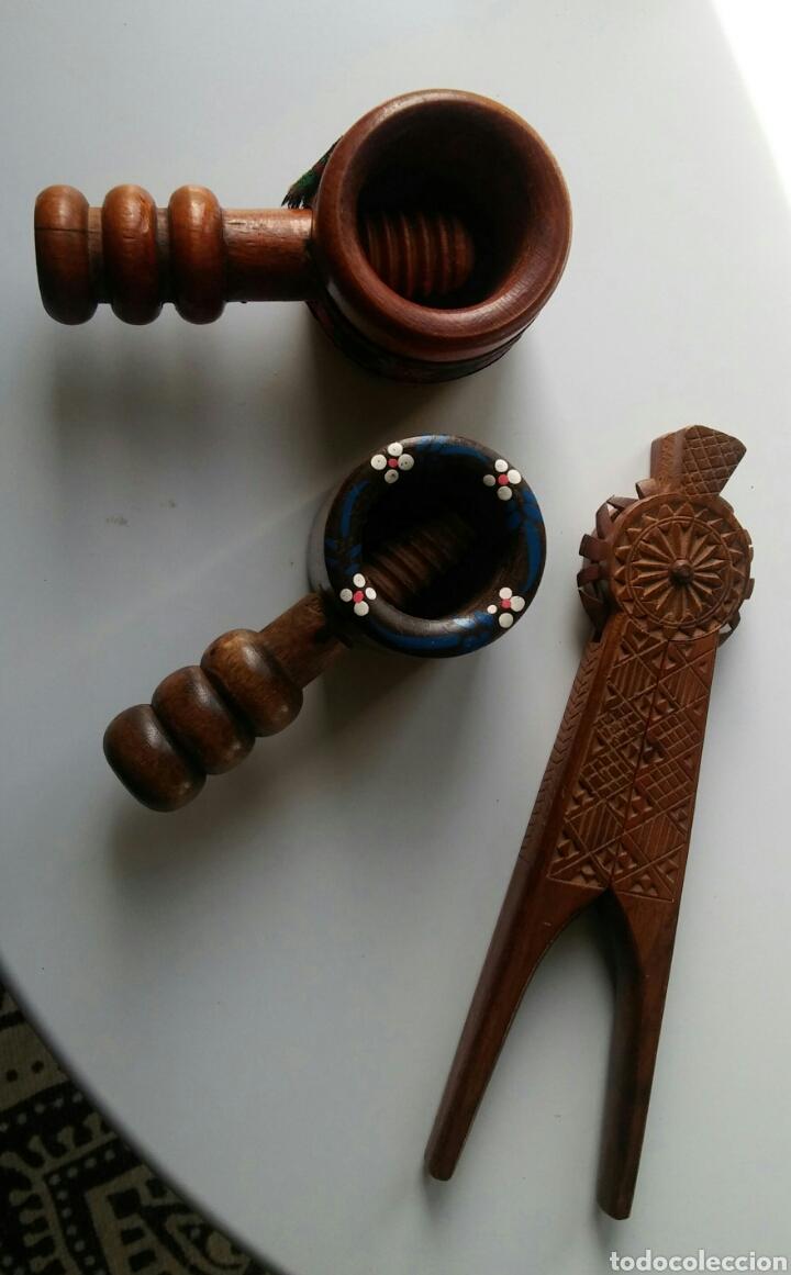 3 CASCA NUECES EN MADERA (Antigüedades - Técnicas - Rústicas - Utensilios del Hogar)