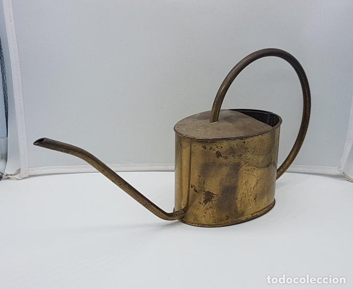 BELLA REGADERA ANTIGUA MODERNISTA EN LATÓN . (Antigüedades - Técnicas - Rústicas - Agricultura)