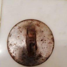 Antigüedades: ANTIGUO TAPE O TAPA DE METAL PARA SARTEN O TINAJA - 9 CM DIAMETRO - DECORACION COCINA O BODEGA. Lote 152659902