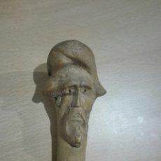 Antigüedades: BASTON EN MADERA CON CABEZA TALLADA.. Lote 152667358