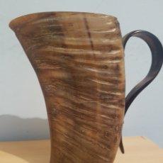 Antigüedades: CUERNO ASTA HECHO UN VASO O JARRA DE 18'5 CM. IDEAL PARA RESTAURAR CACHAS DE CUCHILLO O NAVAJA. Lote 152673185