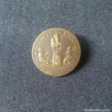 Antigüedades: BONITO BOTON DE NUESTRA SEÑORA DEL PILAR PRIMERA MITAD DEL SIGLO XIX - 17 MM. Lote 152683310