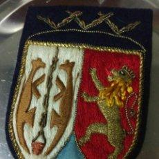 Antigüedades: ESCUDO BORDADO (LOYOLA - LEON RAMPANTE - JHS) RARO. Lote 152730398