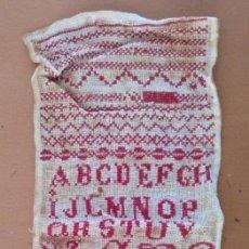 Antigüedades: ANTIGUO ABECEDARIO BORDADO A MANO 33 X 14 CM (APROX). Lote 152735102