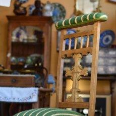 Antiquitäten - Precioso reclinatorio restaurado y tapizado - Cruz madera tallada - Verde rayas en beige - Iglesia - 152738570