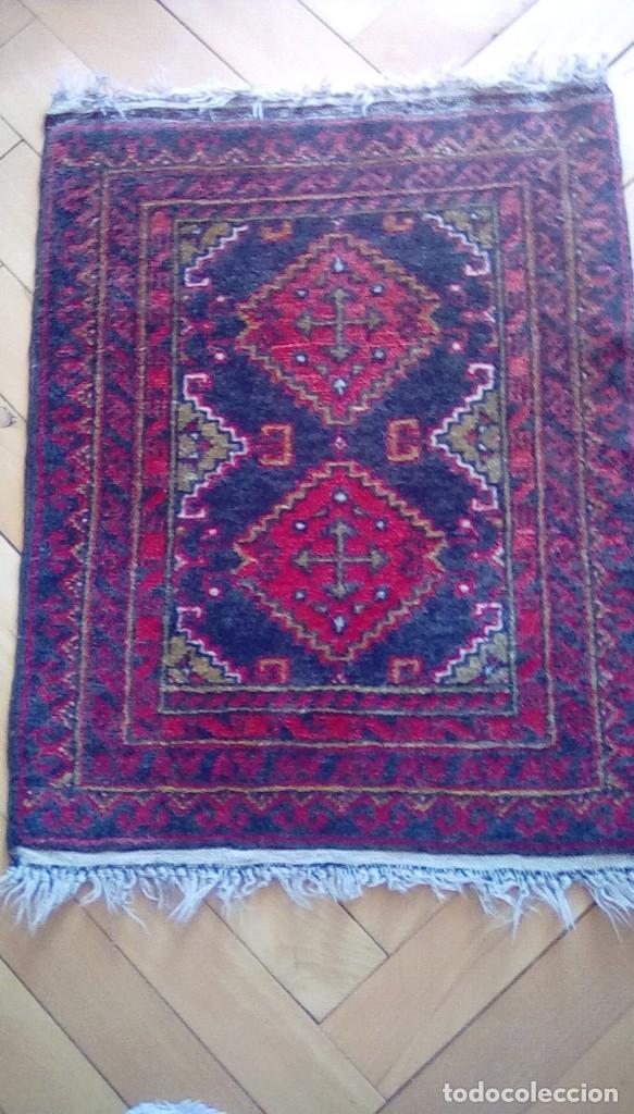 Antigüedades: Antigua alfombra persa de lana hecha a mano.tonos rojos y azules. - Foto 2 - 152759078