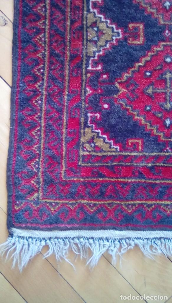 Antigüedades: Antigua alfombra persa de lana hecha a mano.tonos rojos y azules. - Foto 3 - 152759078
