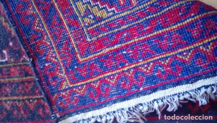 Antigüedades: Antigua alfombra persa de lana hecha a mano.tonos rojos y azules. - Foto 4 - 152759078