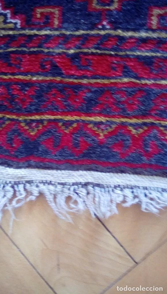 Antigüedades: Antigua alfombra persa de lana hecha a mano.tonos rojos y azules. - Foto 5 - 152759078