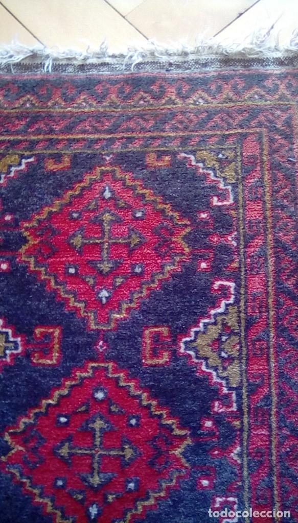 Antigüedades: Antigua alfombra persa de lana hecha a mano.tonos rojos y azules. - Foto 6 - 152759078