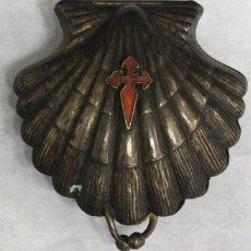 Antigüedades: CURIOSO MONEDERO METALICO CONCHA DE SANTIAGO DE COMPOSTELA. CAMINO DE SANTIAGO. Lote 152762641