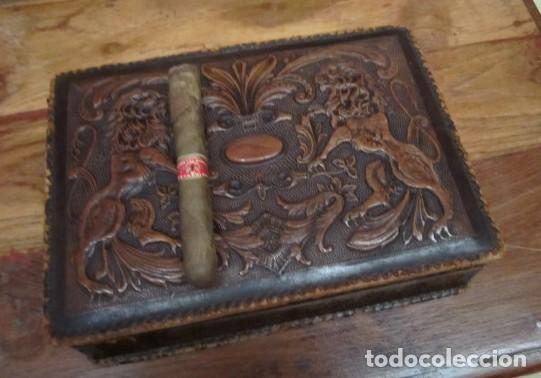 Antigüedades: Caja de cuero repujado, buena medida como purera - Foto 5 - 152780762
