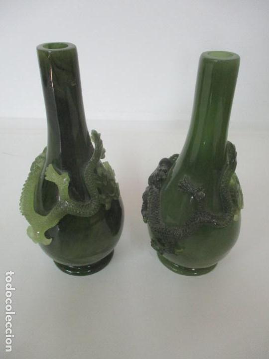 Antigüedades: Pareja de Jarrones Chinos - Resina símil Jade - Jarrón Decorado con Dragón - Foto 4 - 152796982