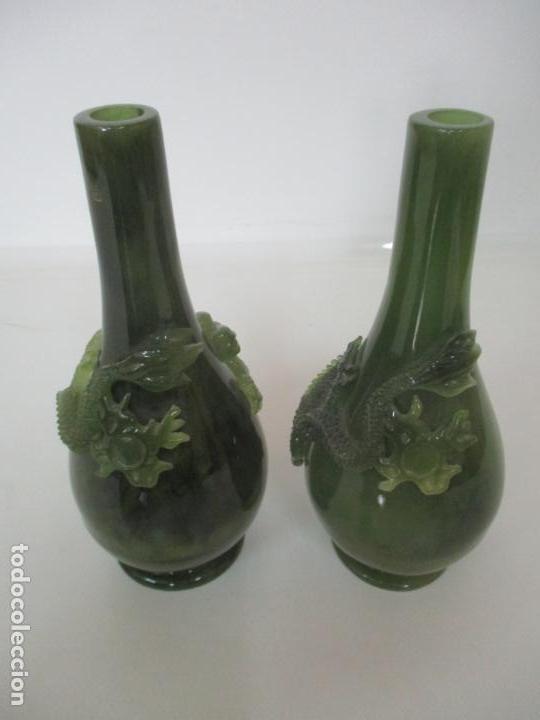 Antigüedades: Pareja de Jarrones Chinos - Resina símil Jade - Jarrón Decorado con Dragón - Foto 5 - 152796982