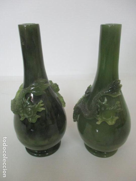 Antigüedades: Pareja de Jarrones Chinos - Resina símil Jade - Jarrón Decorado con Dragón - Foto 6 - 152796982