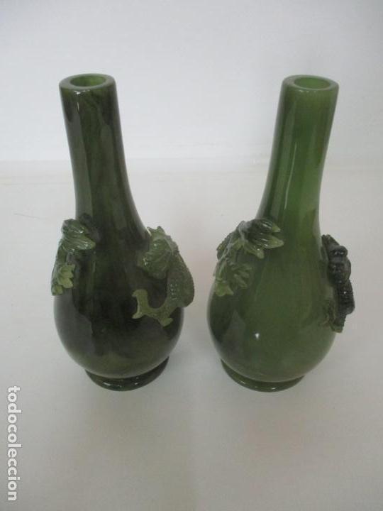 Antigüedades: Pareja de Jarrones Chinos - Resina símil Jade - Jarrón Decorado con Dragón - Foto 7 - 152796982