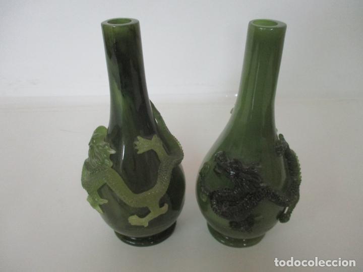 Antigüedades: Pareja de Jarrones Chinos - Resina símil Jade - Jarrón Decorado con Dragón - Foto 8 - 152796982