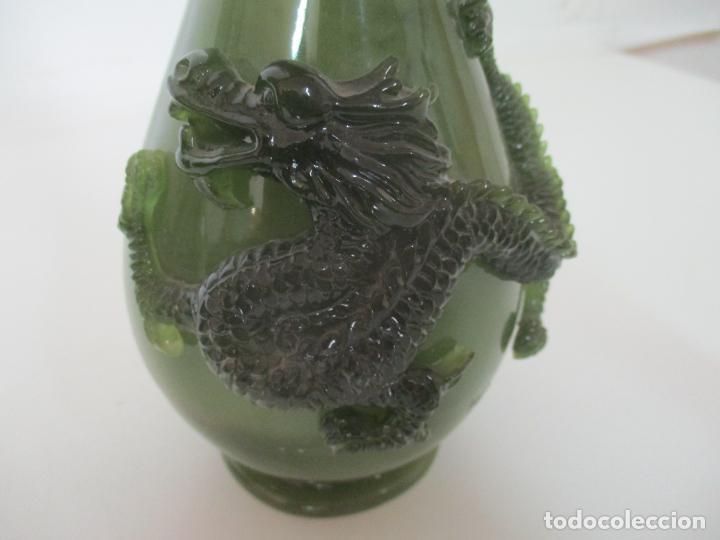 Antigüedades: Pareja de Jarrones Chinos - Resina símil Jade - Jarrón Decorado con Dragón - Foto 10 - 152796982