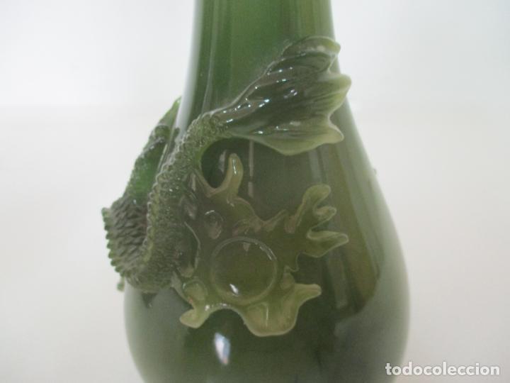 Antigüedades: Pareja de Jarrones Chinos - Resina símil Jade - Jarrón Decorado con Dragón - Foto 14 - 152796982