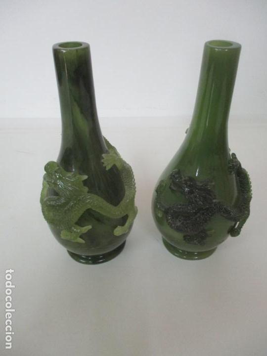 Antigüedades: Pareja de Jarrones Chinos - Resina símil Jade - Jarrón Decorado con Dragón - Foto 18 - 152796982