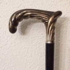 Antigüedades: ANTIGUO BASTÓN MODERNISTA DE PLATA CON CONTRASTE. Lote 152843985