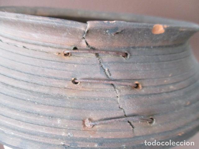Antigüedades: PRECIOSO, ANTIGUO MACETERO CATALÁN DE CERÁMICA - NUMERADO - Foto 2 - 152905054