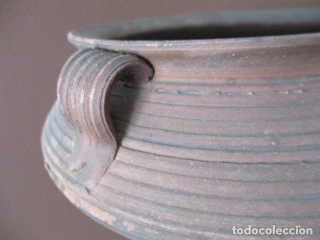 Antigüedades: PRECIOSO, ANTIGUO MACETERO CATALÁN DE CERÁMICA - NUMERADO - Foto 4 - 152905054