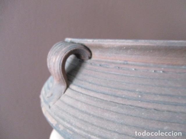 Antigüedades: PRECIOSO, ANTIGUO MACETERO CATALÁN DE CERÁMICA - NUMERADO - Foto 8 - 152905054